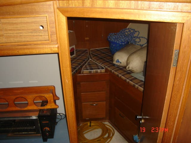 1963 Hatteras boat for sale, model of the boat is 34 AFT CABIN & Image # 8 of 10