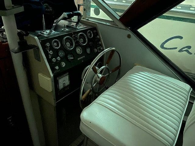 1973 Marinette boat for sale, model of the boat is 32EXPRESS & Image # 5 of 20