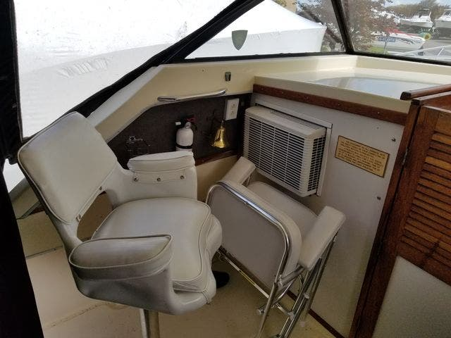 1979 Silverton boat for sale, model of the boat is 26 EXPRESS & Image # 7 of 27