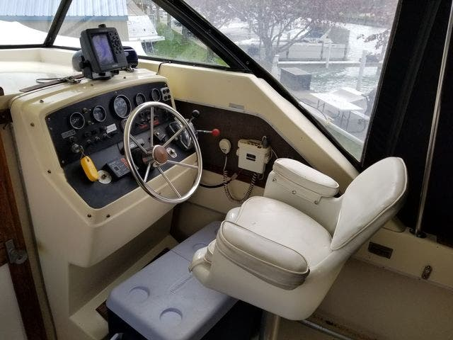1979 Silverton boat for sale, model of the boat is 26 EXPRESS & Image # 8 of 27