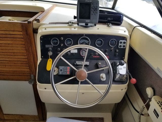 1979 Silverton boat for sale, model of the boat is 26 EXPRESS & Image # 9 of 27
