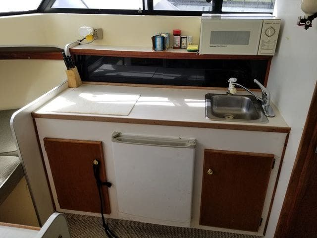 1979 Silverton boat for sale, model of the boat is 26 EXPRESS & Image # 16 of 27