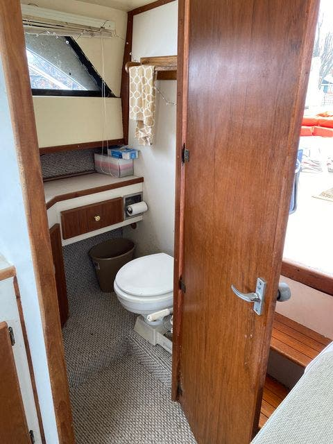 1979 Silverton boat for sale, model of the boat is 26 EXPRESS & Image # 18 of 27
