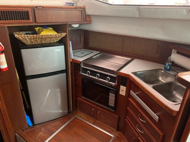 1984 Sea Ray boat for sale, model of the boat is 360 AFT CABIN & Image # 4 of 10