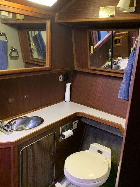 1984 Sea Ray boat for sale, model of the boat is 360 AFT CABIN & Image # 9 of 10