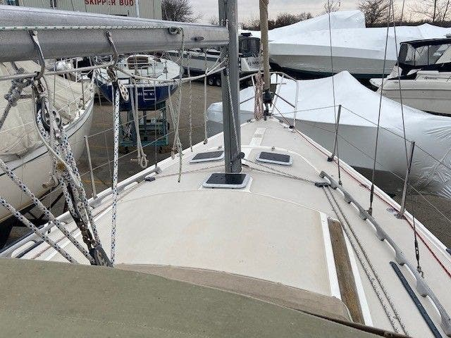 1985 Catalina Yachts boat for sale, model of the boat is 30' & Image # 5 of 26