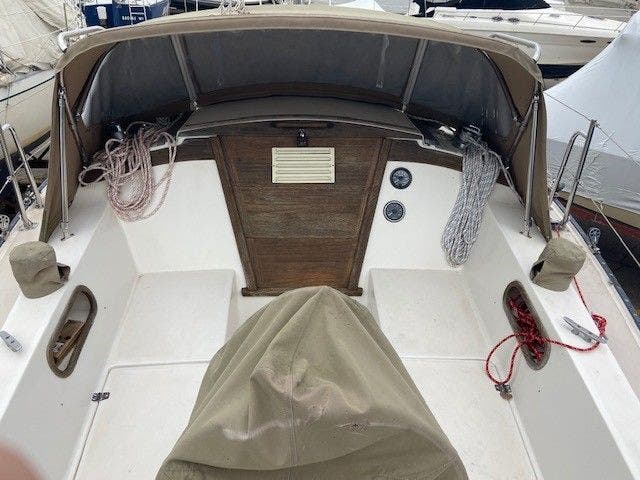 1985 Catalina Yachts boat for sale, model of the boat is 30' & Image # 8 of 26