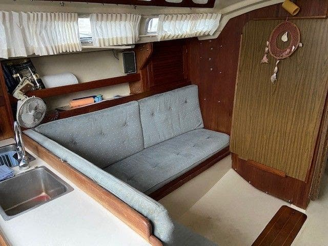 1985 Catalina Yachts boat for sale, model of the boat is 30' & Image # 15 of 26