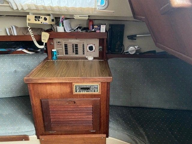 1985 Catalina Yachts boat for sale, model of the boat is 30' & Image # 19 of 26