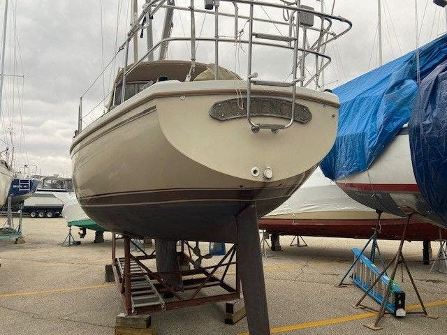 1985 Catalina Yachts boat for sale, model of the boat is 30' & Image # 26 of 26