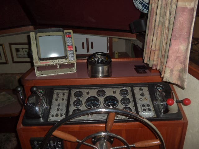 1986 Carver boat for sale, model of the boat is 3607 & Image # 9 of 31
