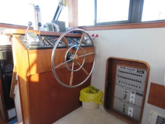 1986 Carver boat for sale, model of the boat is 36 AFT CABIN & Image # 5 of 16