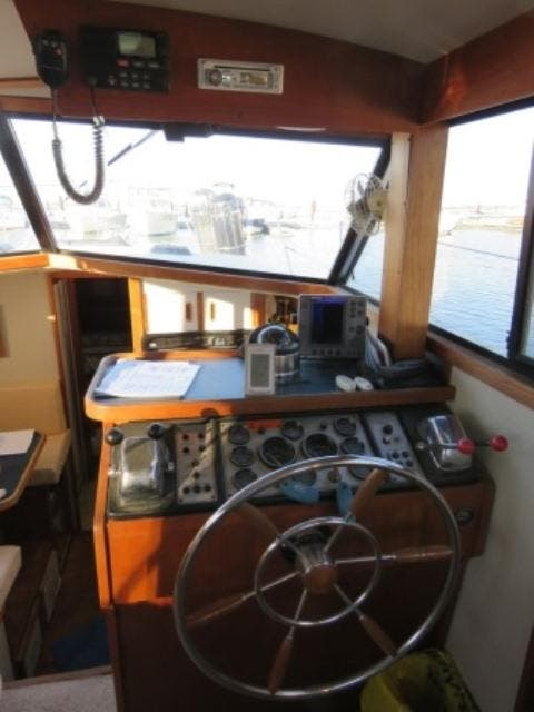 1986 Carver boat for sale, model of the boat is 36 AFT CABIN & Image # 6 of 16