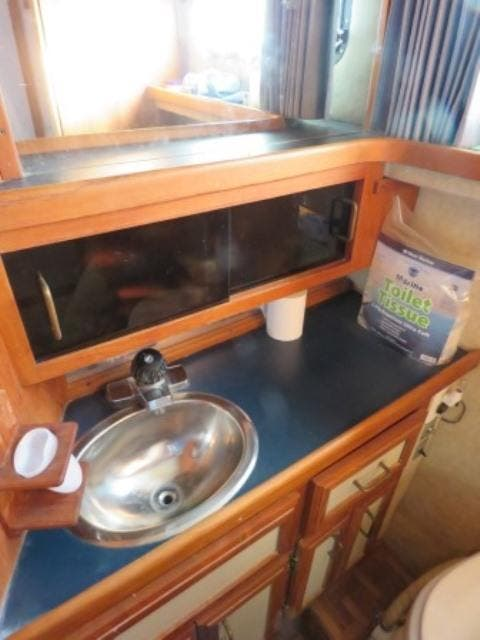 1986 Carver boat for sale, model of the boat is 36 AFT CABIN & Image # 7 of 16