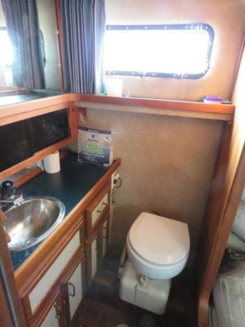 1986 Carver boat for sale, model of the boat is 36 AFT CABIN & Image # 13 of 16