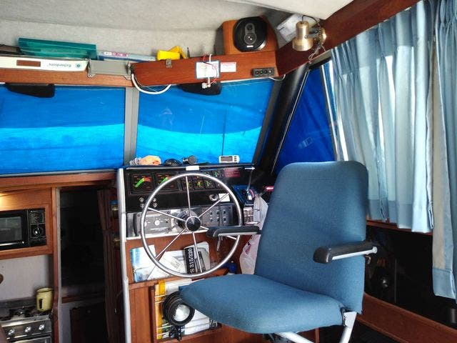 1987 Bayliner boat for sale, model of the boat is 3218 MOTORYACHT & Image # 4 of 7