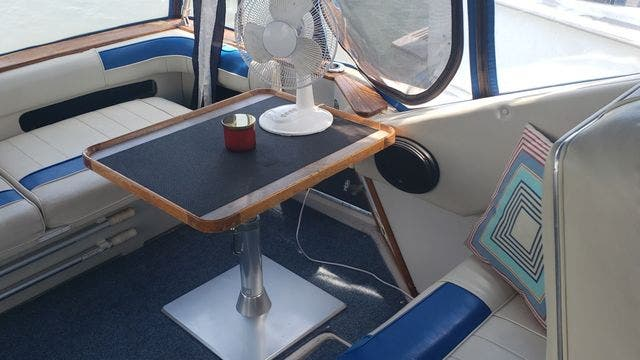 1987 Sea Ray boat for sale, model of the boat is 390EXPRESS & Image # 4 of 19