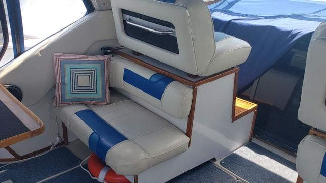 1987 Sea Ray boat for sale, model of the boat is 390EXPRESS & Image # 6 of 19