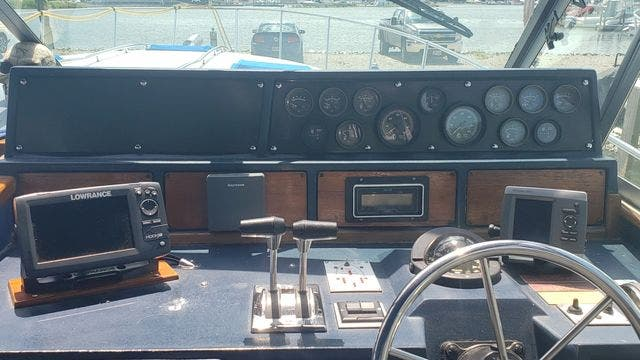 1987 Sea Ray boat for sale, model of the boat is 390EXPRESS & Image # 7 of 19