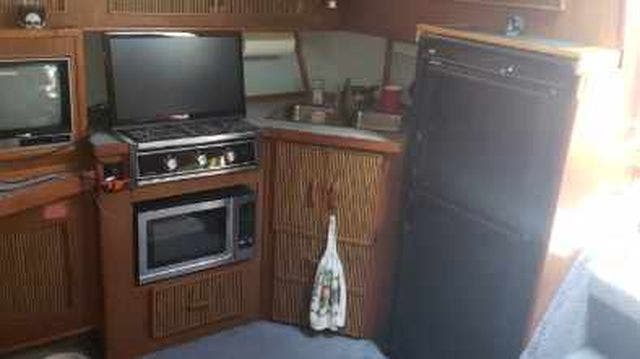 1987 Sea Ray boat for sale, model of the boat is 390EXPRESS & Image # 11 of 19