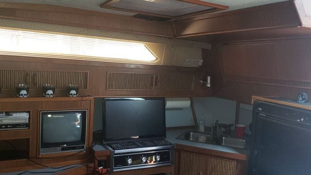 1987 Sea Ray boat for sale, model of the boat is 390EXPRESS & Image # 12 of 19