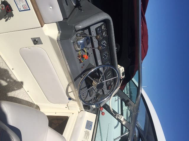 1988 Cruisers Yachts boat for sale, model of the boat is 3170 ESPRIT & Image # 6 of 16