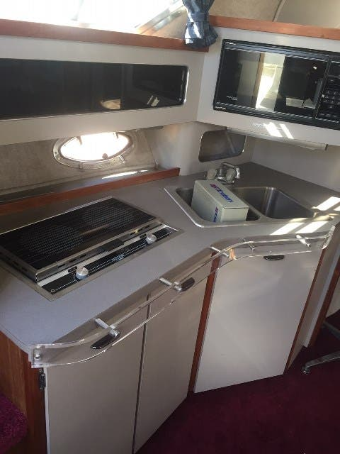 1988 Cruisers Yachts boat for sale, model of the boat is 3170 ESPRIT & Image # 10 of 16