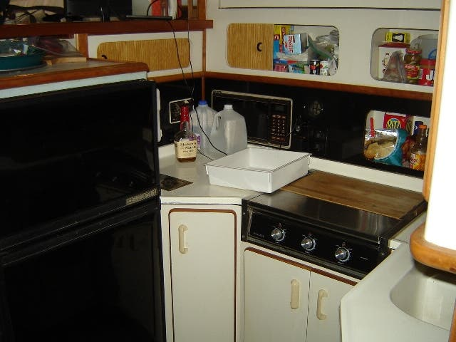 1989 Sea Ray boat for sale, model of the boat is 380AC & Image # 16 of 37