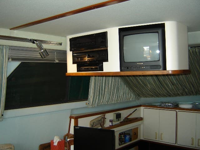 1989 Sea Ray boat for sale, model of the boat is 380AC & Image # 20 of 37