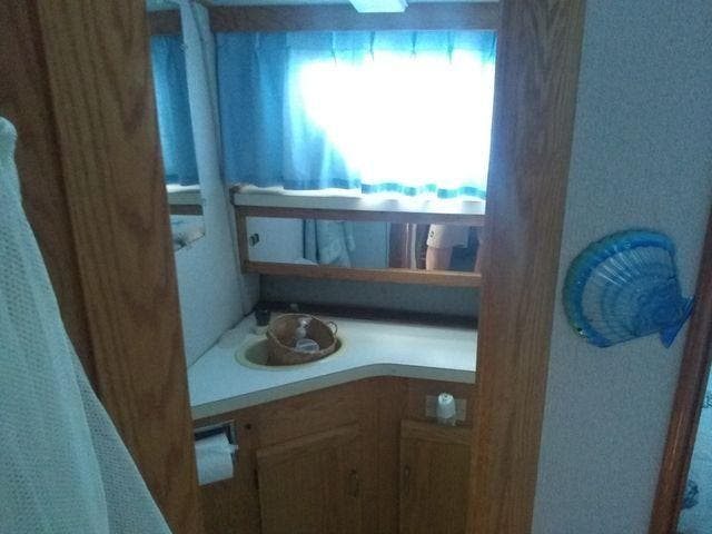 1989 Silverton boat for sale, model of the boat is 40 AFT CABIN & Image # 22 of 39