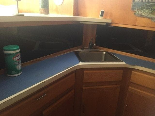 1989 Silverton boat for sale, model of the boat is 40 AFT CABIN & Image # 33 of 39