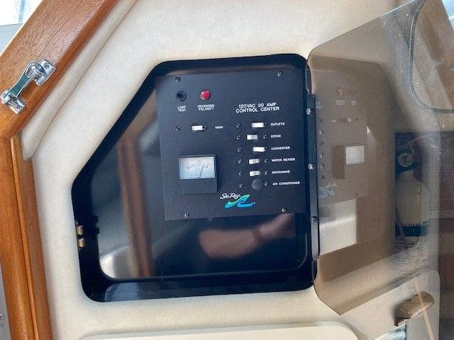 1992 Sea Ray boat for sale, model of the boat is 290SUNDANCER & Image # 10 of 23