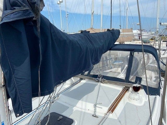 1993 Catalina Yachts boat for sale, model of the boat is 36 TALL RIG & Image # 3 of 26