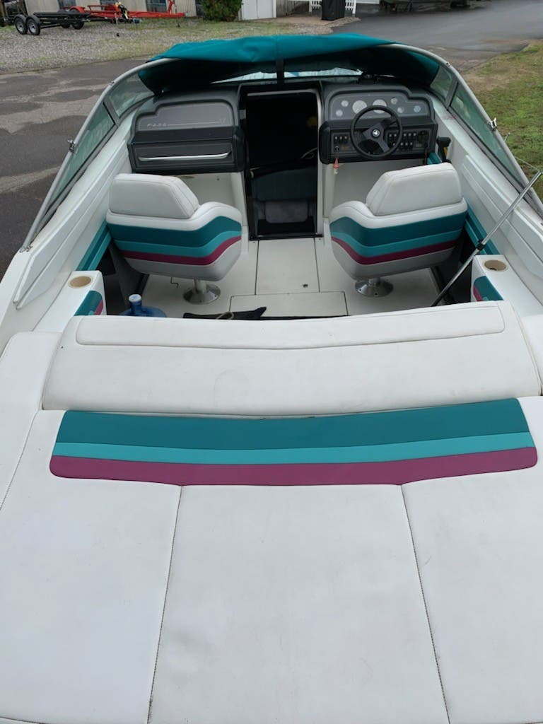 1993 Formula boat for sale, model of the boat is 252 SUN SPORT & Image # 3 of 9