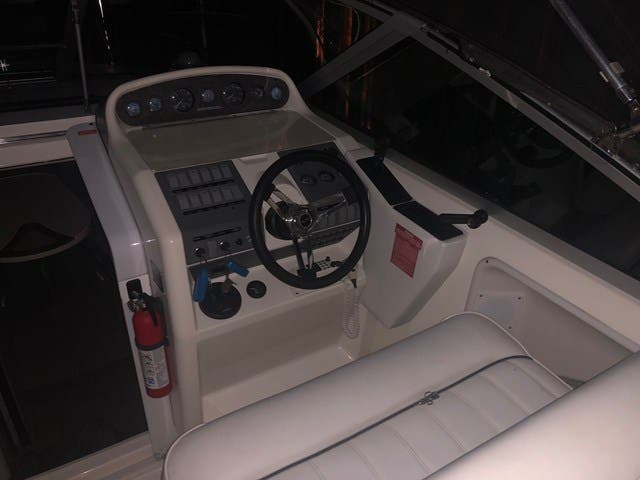 1994 Sea Ray boat for sale, model of the boat is 270 SUNDANCER & Image # 4 of 6