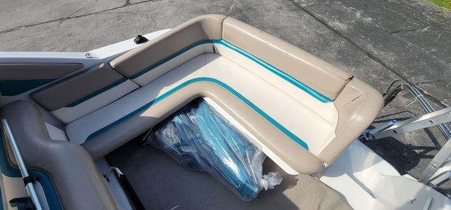 1996 Four Winns boat for sale, model of the boat is 258V & Image # 4 of 22