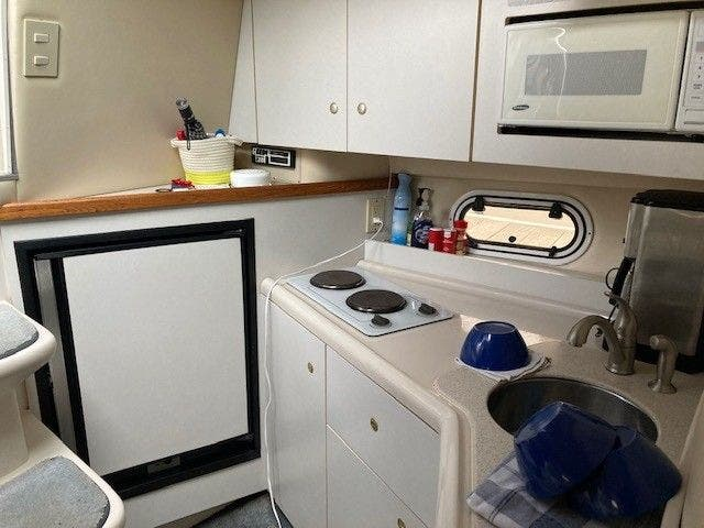 1997 Cruisers Yachts boat for sale, model of the boat is 3375 ESPRIT & Image # 9 of 17