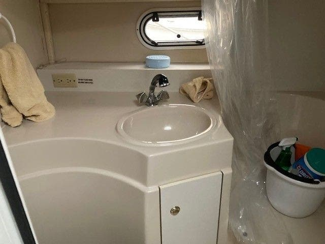 1997 Cruisers Yachts boat for sale, model of the boat is 3375 ESPRIT & Image # 15 of 17