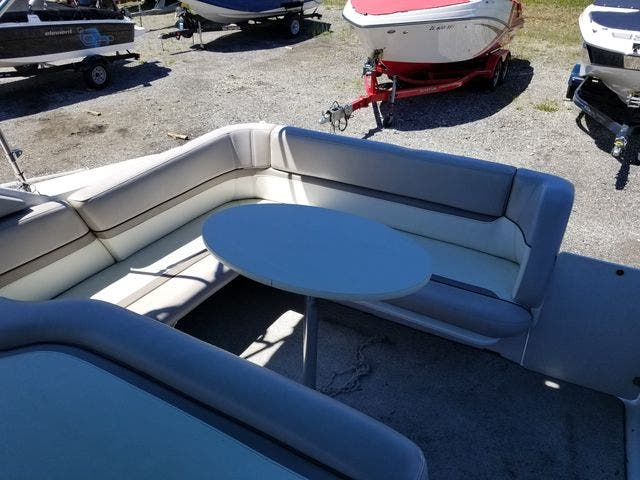 1997 Four Winns boat for sale, model of the boat is 258 VISTA & Image # 5 of 29