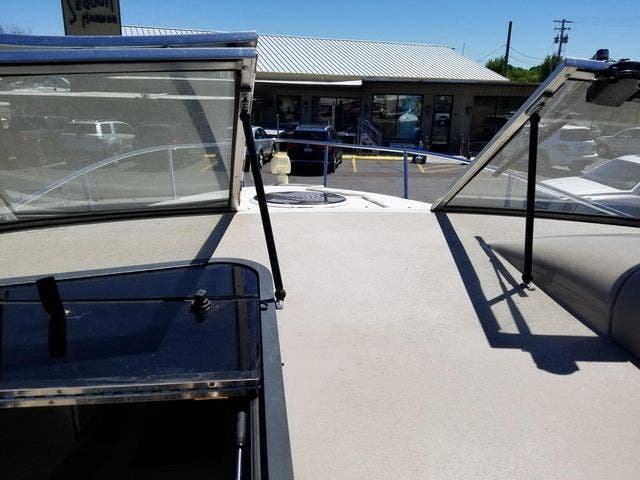 1997 Four Winns boat for sale, model of the boat is 258 VISTA & Image # 9 of 29
