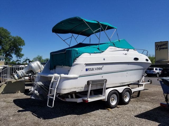 1997 Four Winns boat for sale, model of the boat is 258 VISTA & Image # 28 of 29