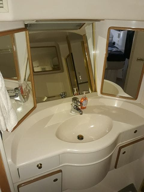 1997 Sea Ray boat for sale, model of the boat is 50' SUNDANCER & Image # 52 of 67