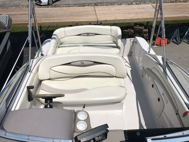 1998 Four Winns boat for sale, model of the boat is 238VISTA & Image # 5 of 32