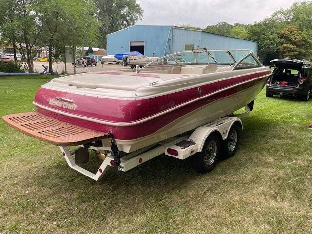 1998 Mastercraft boat for sale, model of the boat is 225VRS & Image # 5 of 36