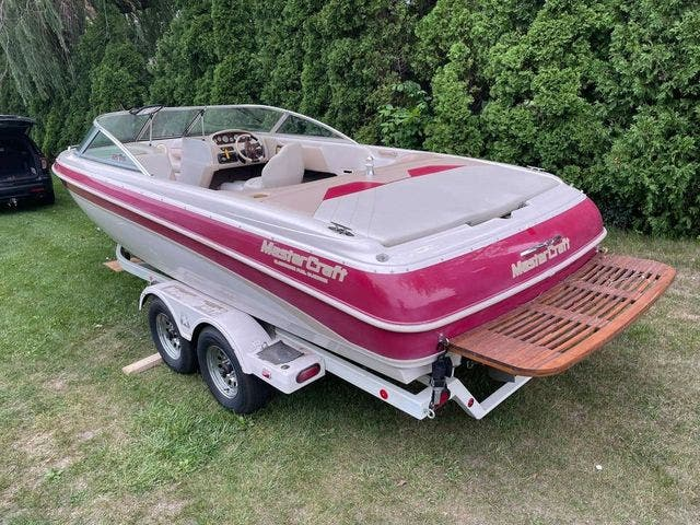 1998 Mastercraft boat for sale, model of the boat is 225VRS & Image # 9 of 36