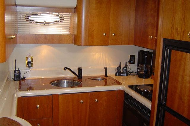 1999 Cruisers Yachts boat for sale, model of the boat is 4270 & Image # 14 of 21