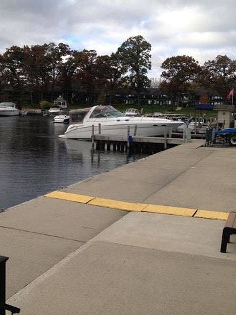 1999 Sea Ray boat for sale, model of the boat is 380 SUNDANCER & Image # 3 of 40
