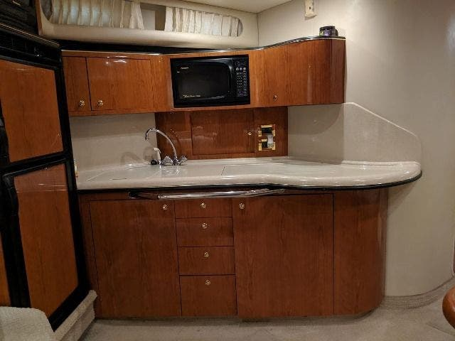 1999 Sea Ray boat for sale, model of the boat is 380 SUNDANCER & Image # 18 of 40