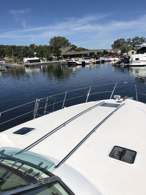 1999 Sea Ray boat for sale, model of the boat is 380 SUNDANCER & Image # 6 of 28