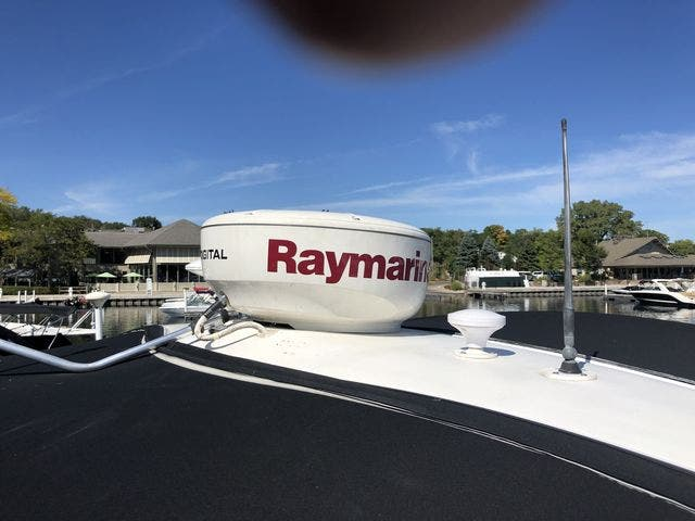 1999 Sea Ray boat for sale, model of the boat is 380 SUNDANCER & Image # 8 of 28